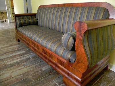 Vintage. Art Deco Sofa. Cloth with wood details. Beautiful and classy