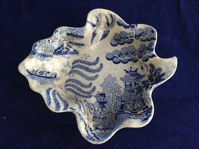 Antique English Staffordshire pottery pearl ware blue and white leaf pickle dish