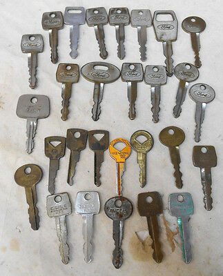 Large Lot of 28 Vintage 50's 60's 70's Ford Lincoln Mercury Car Truck Keys