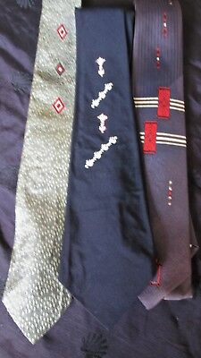 vintage men's ties: 3 1950s ties 1 wide 2 skinny 1 Tresor D'Or very retro