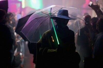 Blade Runner/Star Wars - 7 Color Changing LED  Lightsaber Umbrella w Flash Light