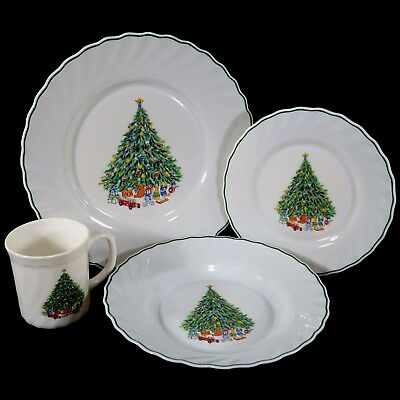Noel Porcelle Salem Christmas Tree Dishes 4 Piece Place Setting Swirl Rim