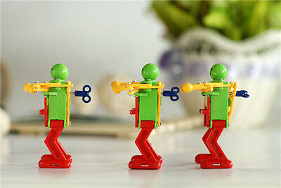 Incredible New Child Plastic Clockwork Spring Wind Up Dancing Robot Toys、New