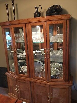 China Cabinet-Hutch, Oak wood, Lighted. Excellent condition!