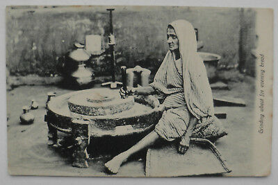 Indien Postkarte Grinding wheat for evening bread