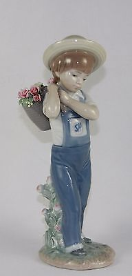 """Lladro """"flowers On The Back"""" #1286 Figurine ~ Boy With Flowers ~ Mint W/box ~"""