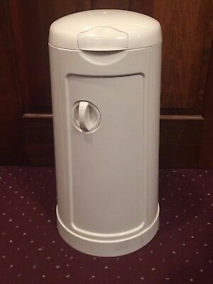 Munchkin Diaper Pail Powered By Arm And Hammer