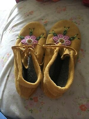 native american moccasins Beaded Size 8 Tan