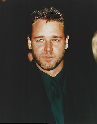 Russell Crowe 8 X 10 Photo With Ultra Pro Toploader