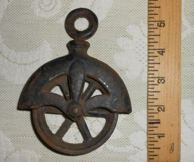 Antique PRIMITIVE Small Cast Iron Well Made WHEEL PULLEY