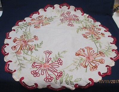 "Vintage 24"" Round Linen Mat w/Scalloped Edges and Hand Embroidery"