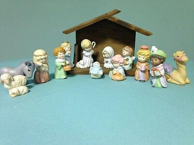 Vintage 1986 Avon HEAVENLY BLESSINGS NATIVITY Collection 13 Pieces with Stable