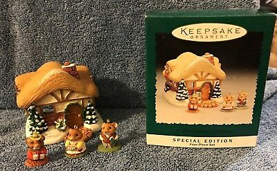 A Moustershire Christmas Special Edition Miniature Set 1995 Hallmark Ornament
