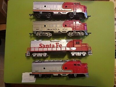 Lot of 4 HO scale Sante Fe train engine/locomotive used and played