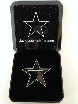 David Bowie,Blackstar, NEW edition tribute pin badge in Gift Box +FREE Plectrum