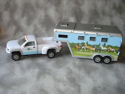 Breyer Stablemate Accessories Light Blue Pickup With Three Horse Slant Trailer