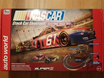 Autoworld SRS314 Rennbahn-Set NASCAR Stock Car Shootout komplett Neu & OVP