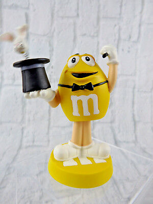 """M&M Peanut Yellow Bobblehead Magician pulling a Rabbit out of His Hat 5"""" tall"""