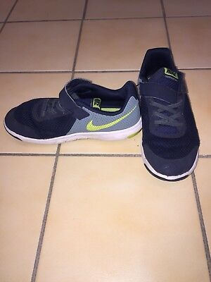 Boys Size US 1 Y Nike Flex Experience TH5 - Used , Good Condition, See Photos