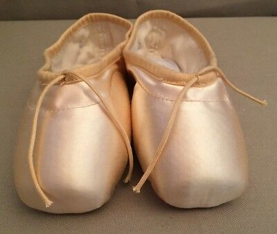 Bloch Synergy  #S0101 Ballet Pointe Shoes Sz 2 YY New