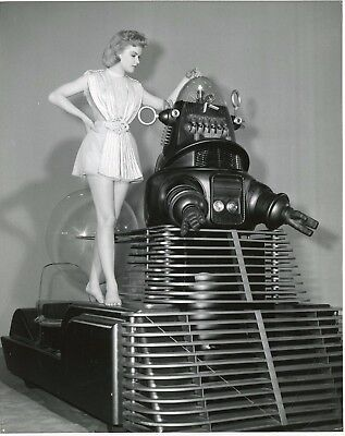 "Anne Francis Et Robby Le Robot ""Planete Interdite"" (Forbidden Planet) Photo Em"