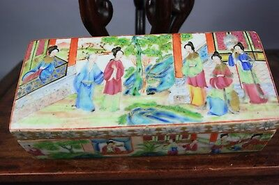 19th C. Chinese Rose Medallion Covered Box