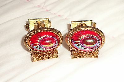 Beautiful Vintage Gold Mesh Wrap Red Iridescent Art Glass Carved Cuff Links