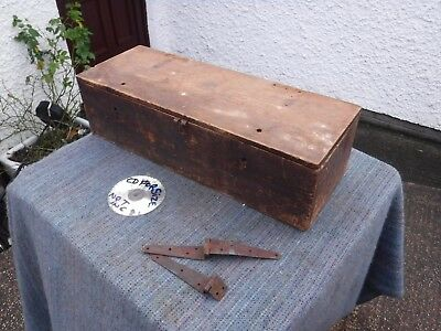 Vintage  Rustic  Distressed  Wooden  Box.  Free  Delivery.