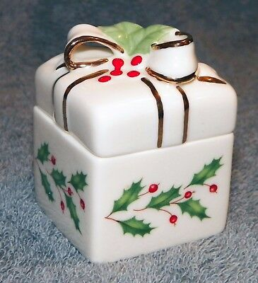 LENOX Holiday Gold Bow with Holley Trinket Box