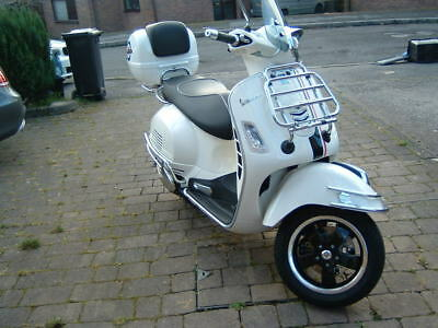 VESPA 300 GTS, 2017 5 Months Old, Cost Over 6K, Lots Of Extras Alarm, And  More