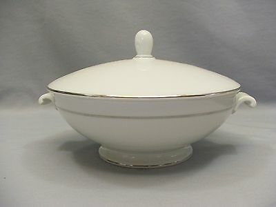 Rosenthal Continental Aida White Platinum Band Ring Porcelain Covered Casserole