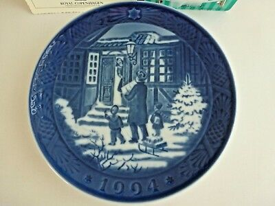 ROYAL COPENHAGEN CHRISTMAS PLATE 1994 - Christmas Shopping - NEW IN BOX
