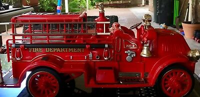 Rare Jim Beam 1917 Mack Fire Truck Vintage 1982 / Enigine No. 2/Bar/ Decanter