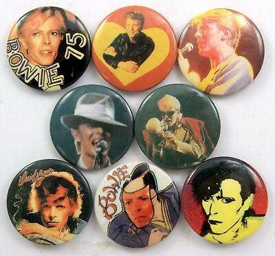 DAVID BOWIE BADGES 8 x Vintage David Bowie Pin Badges * Young Americans *