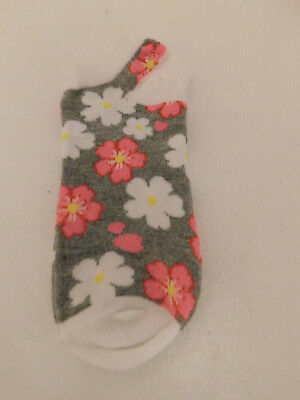 New Pair Girls Socks~~Cute With Flowers~~Size 6-8