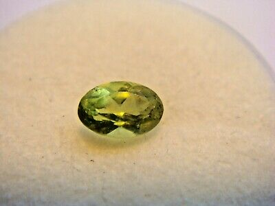 Peridot Oval Cut Gemstone 5.5 mm x 3.5 mm 0.45 Carat Natural Gem