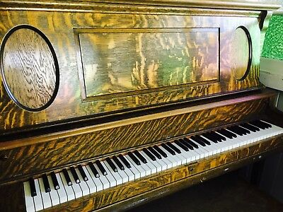 Piano Ludwig & Co New York Upright ANTIQUE In Good Condition