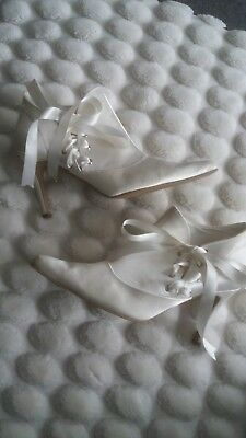 beautiful cream satin brides wedding shoes
