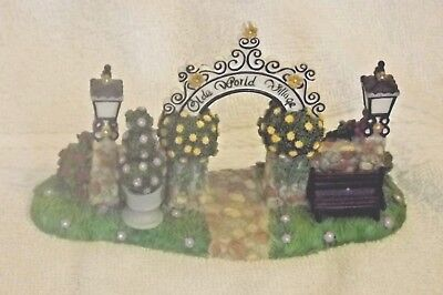Olde World Village Arch Arbor Gateway Partylite
