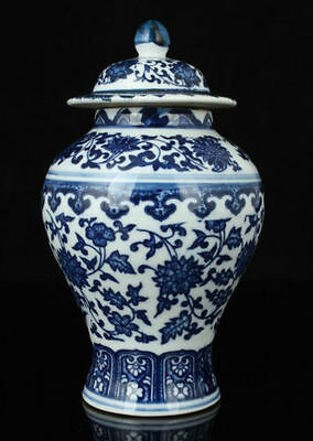 China Collectible Old Handwork Painting Blue And White Porcelain Delicate Jar 1