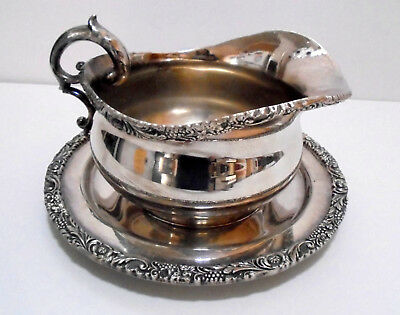 WILCOX New Beverly Manor 1313 Gravy boat with tray Silver Plate silverplate