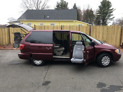 2002 Chrysler Town & Country LX 2002 Chrylser Town & Country Handicapped Equipped Bruno Turney & Lift w/WhlChair