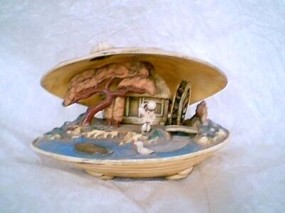 VINTAGE JAPANESE CELLULOID CLAMSHELL DIORAMA 1950s VERY CUTE WATERWHEEL