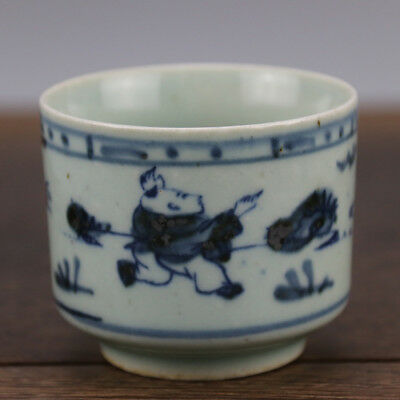 Chinese old hand-carved porcelain Blue and white child pattern Kung fu tea cup