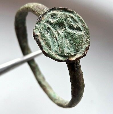 VICTORY ** BRONZE ROMAN RING VICTORIA  with WREATH ENGRAVED  **