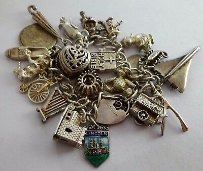 Gorgeous vintage solid silver charm bracelet & 21 charms, opening / moving. 1979
