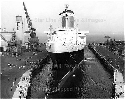 Photo: SS United States In NY Harbor Drydock Naval Annex, CLOSE VIEW, 1954