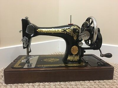 Vintage 1940 Singer Sewing Machine With Case