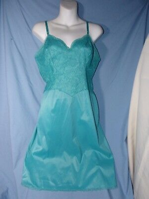 Beautiful Vanity Fair full slip size 34 Turquoise Green awesome!