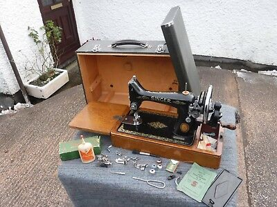 Tidy Vintage   Singer   Manual  Sewing  Machine.  Eg822448.  With  Accessories